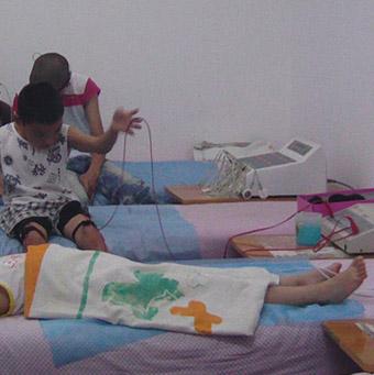 小儿脑瘫的治疗方法 综合方法治疗